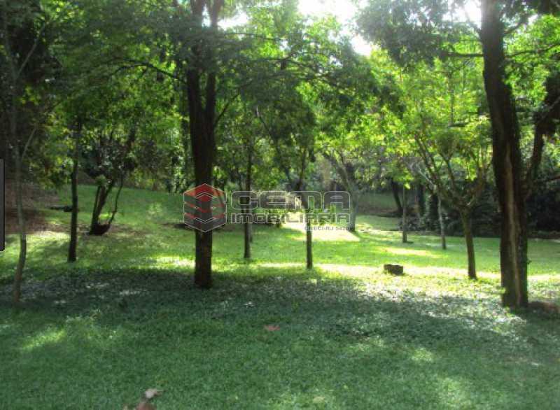 jardim - LR40303 Excelente casa com vista para o verde, salão para vários ambientes COSME VELHO RJ - LR40303 - 12