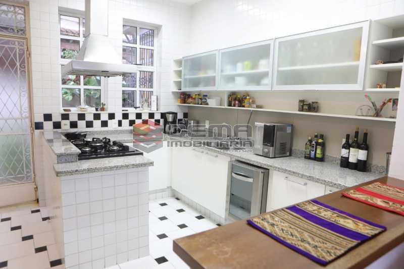 8 - casa 4 quartos com 2 vagas em Santa teresa - LACA40086 - 13