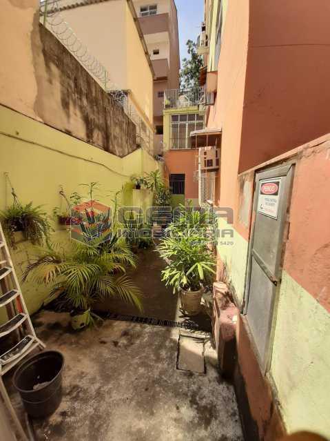 ENTRADA PRÉDIO ANG2 - Quarto e Sala tipo casa na rua Benjamin Constant - LAAP12386 - 11