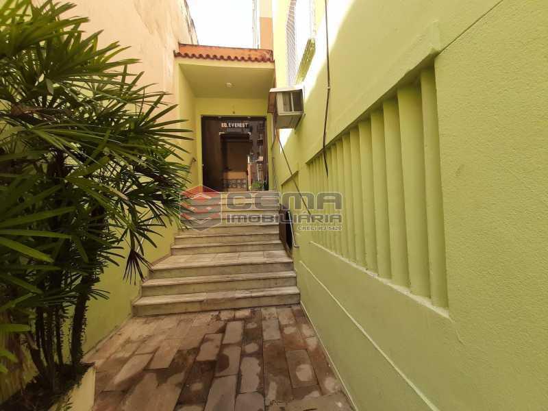 ENTRADA PRÉDIO ANG3 - Quarto e Sala tipo casa na rua Benjamin Constant - LAAP12386 - 12