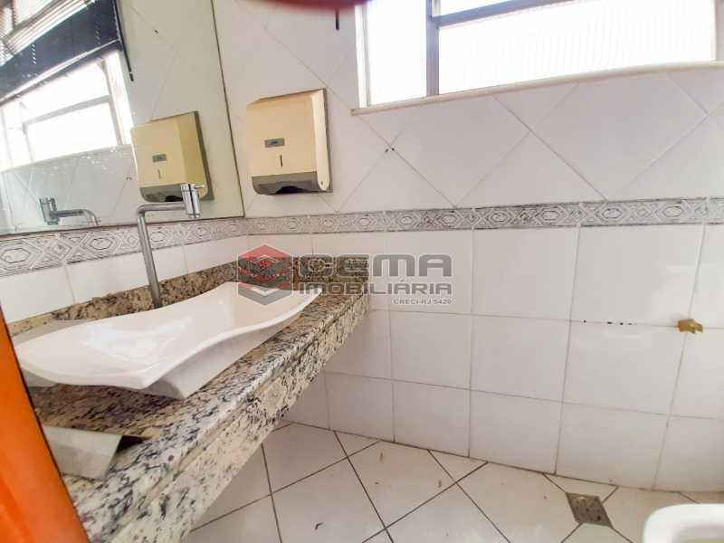 WhatsApp Image 2020-02-04 at 1 - Andar com 13 salas comerciais para alugar com 2 vagas na garagem em Copacabana, 460m. - LAAN00085 - 26