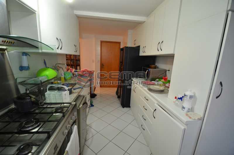 Cozinha Foto 1 - Cobertura à venda Rua Visconde de Silva,Botafogo, Zona Sul RJ - R$ 2.790.000 - LACO30274 - 23