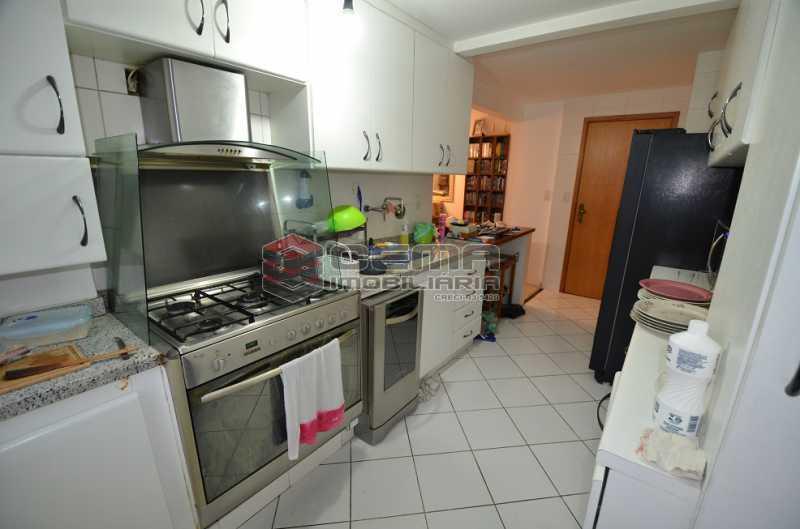 Cozinha Foto 2 - Cobertura à venda Rua Visconde de Silva,Botafogo, Zona Sul RJ - R$ 2.790.000 - LACO30274 - 24