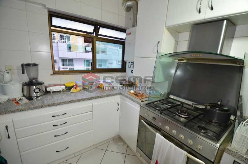Cozinha Foto 3 - Cobertura à venda Rua Visconde de Silva,Botafogo, Zona Sul RJ - R$ 2.790.000 - LACO30274 - 25