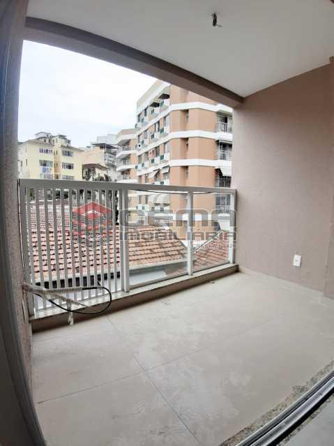 varanda  - dois quartos com vaga catete - LAAP24693 - 4