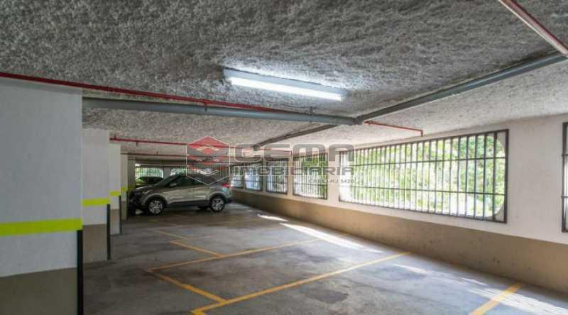 20201119_212423 - Apartamento para alugar com 1 quarto e 1 vaga na garagem em Cosme Velho, Zona Sul Rio de Janeiro RJ. 77m2 - LAAP12722 - 24