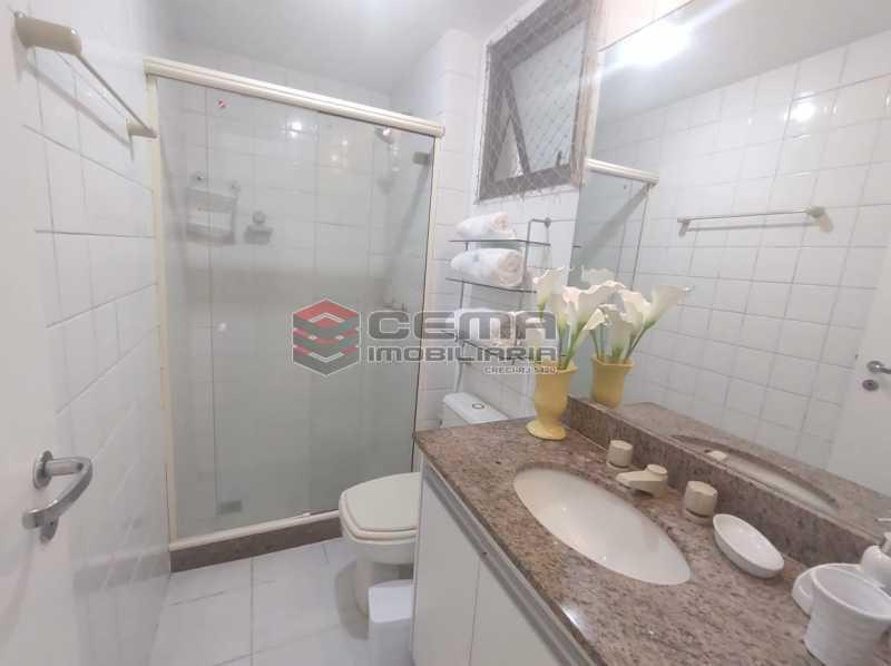 banheiro suite - Excelente Apartamento MOBILIADO com 2 quartos, suíte e vaga em Botafogo - LAAP25099 - 12