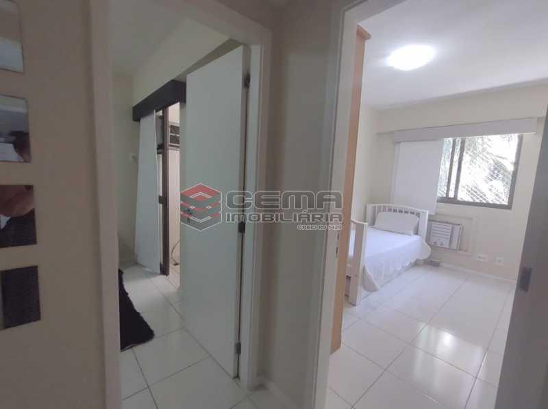 corredor - Excelente Apartamento MOBILIADO com 2 quartos, suíte e vaga em Botafogo - LAAP25099 - 14