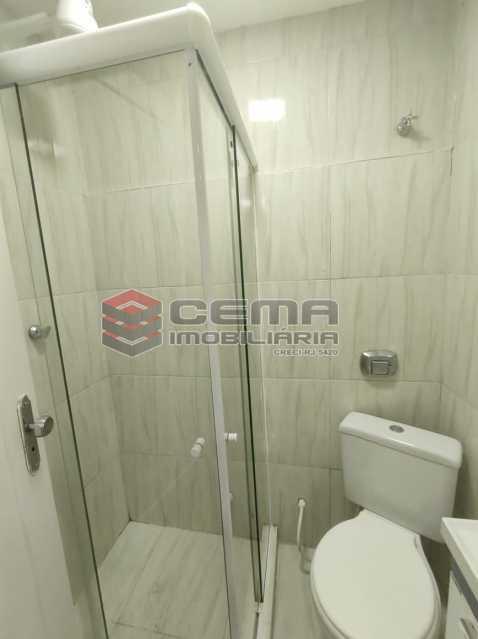 banheiro - Lindo conjugado reformadíssimo em Copacabana - LAKI01387 - 10