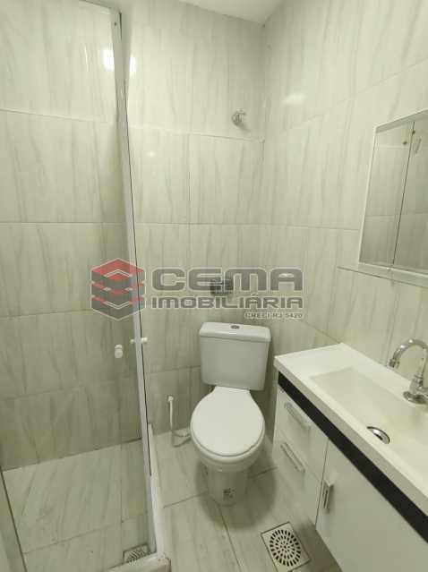 banheiro - Reformadíssimo conjugado em Copacabana - LAKI01388 - 8