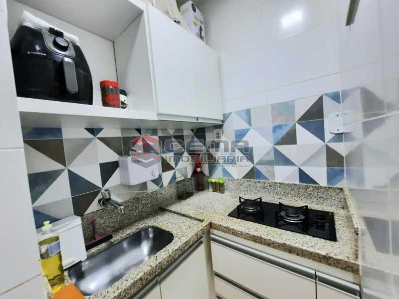 cozinha. - Quarto suíte, sala, cozinha todo reformado em Copacabana - LAAP12885 - 14