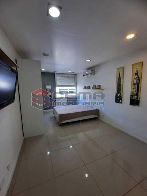 sala/quarto - Excelente conjugado MOBILIADO no Centro - LAKI10415 - 1