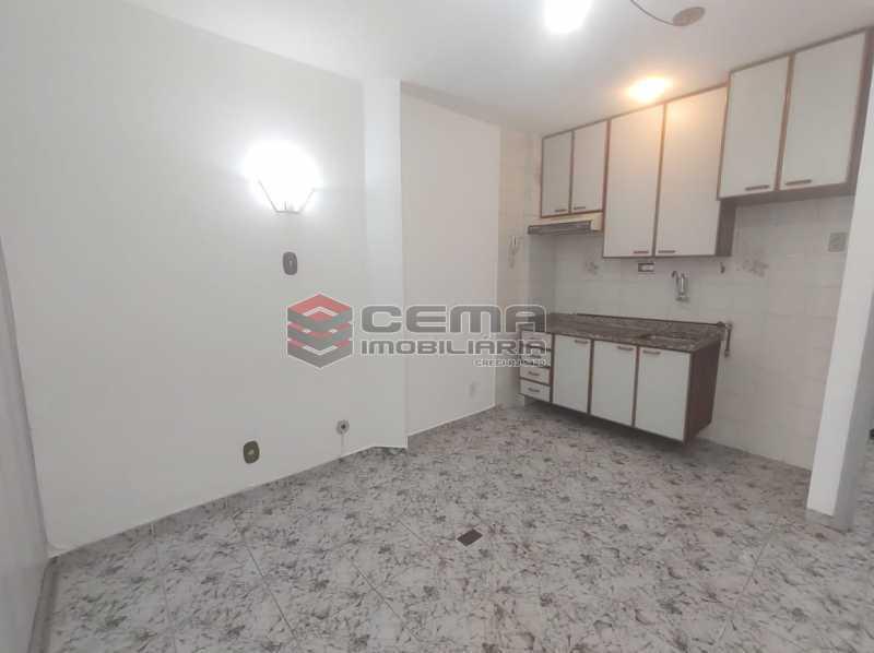 sala/cozinha - Excelente Conjugado com Vaga no FLAMENGO - LAKI10421 - 11