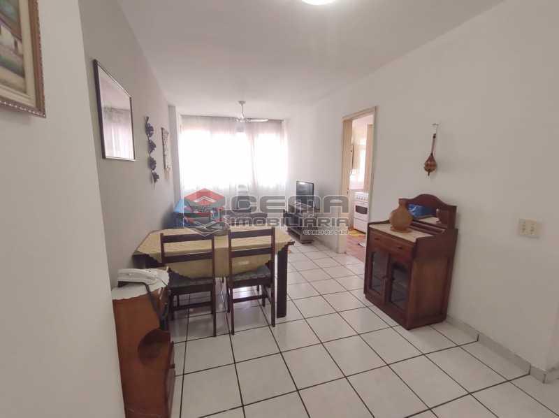 sala - Excelente Flat MOBILIADO no Centro - LAFL10081 - 3