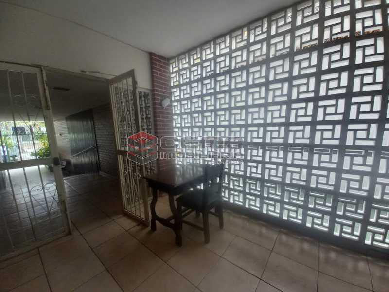 WhatsApp Image 2021-06-17 at 0 - Alugo quarto e sala reformado Botafogo - LAAP13020 - 13