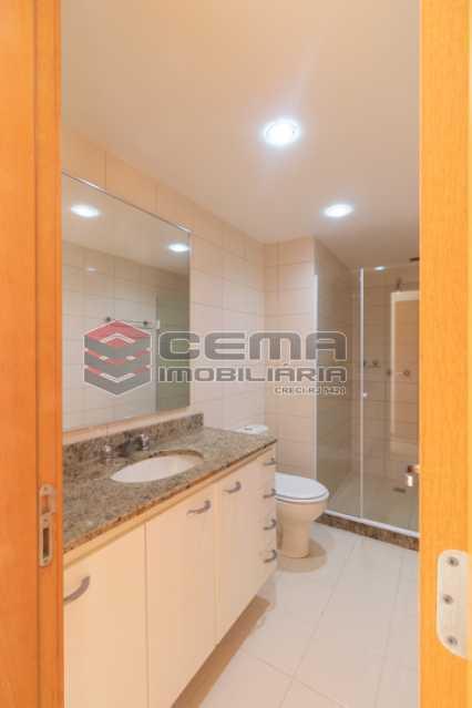 banheiro 3 - Quartier Carioca. Apartamento 3 quartos com suíte e vaga no Catete - LAAP34624 - 21