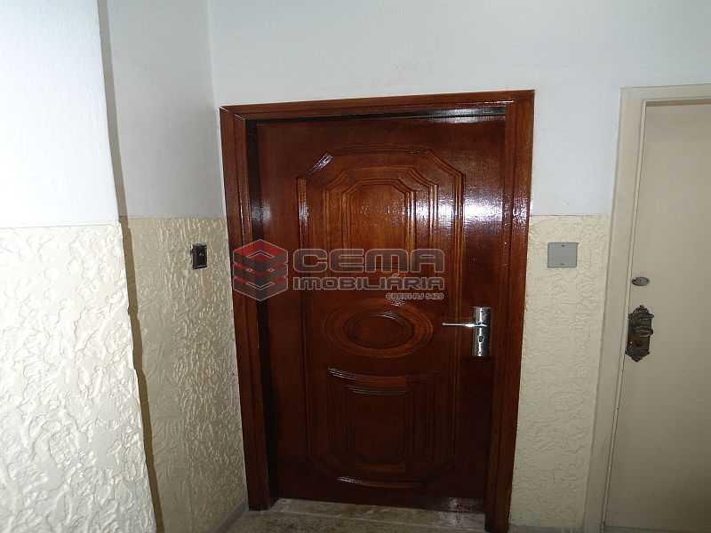 Porta entrada - Apartamento à venda Rua Pedro Américo,Catete, Zona Sul RJ - R$ 460.000 - LA23858 - 10