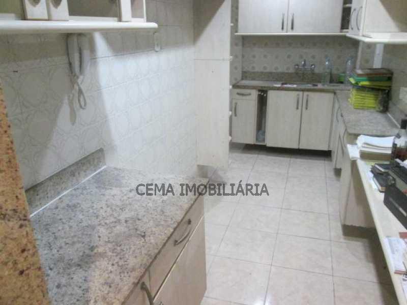 Cozinha - LAAP21073 VENDO EXCELENTE APARTAMENTO 2 QUARTOS NA PRAIA DO FLAMENGO - LAAP21073 - 5