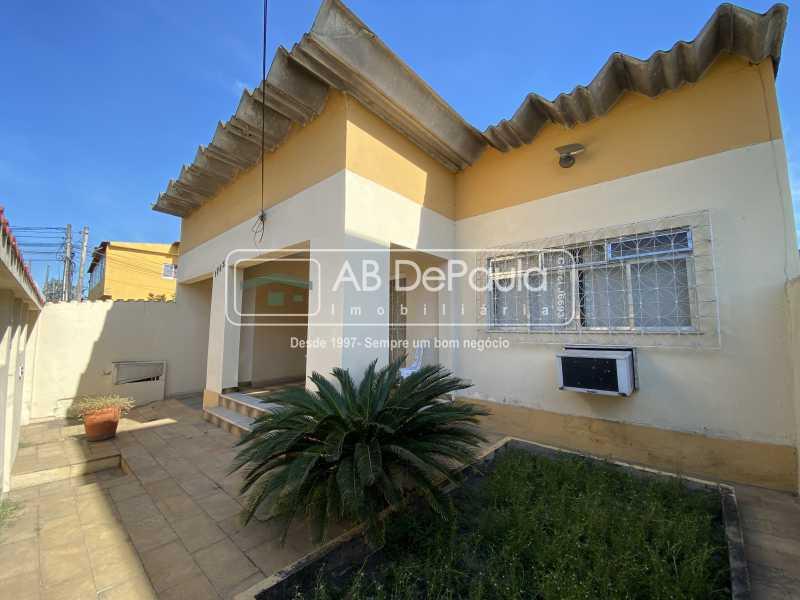 FRENTE - REALENGO - Excelente CASA LINEAR com amplo terreno. Composta por: ampla sala, 03 dormitórios - ABCA30140 - 1