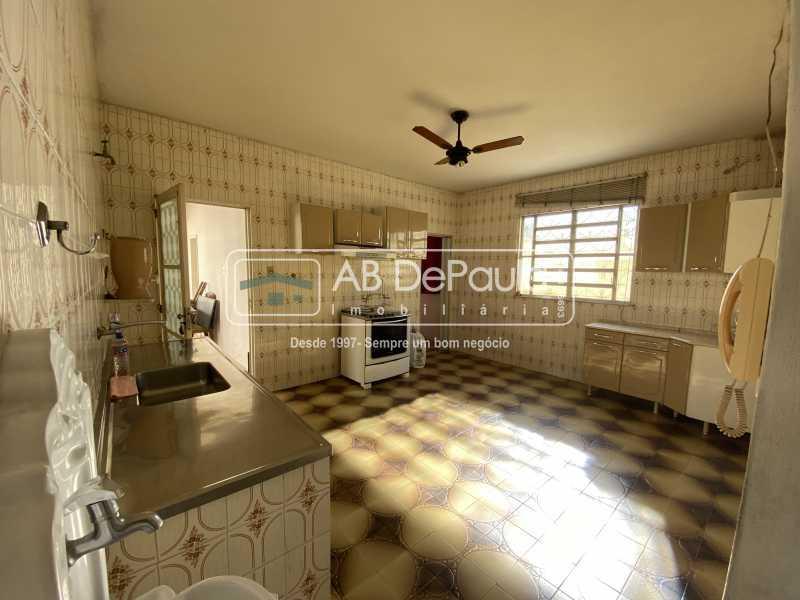 COPA-COZINHA - REALENGO - Excelente CASA LINEAR com amplo terreno. Composta por: ampla sala, 03 dormitórios - ABCA30140 - 17
