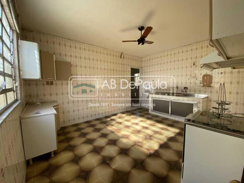 COPA-COZINHA - REALENGO - Excelente CASA LINEAR com amplo terreno. Composta por: ampla sala, 03 dormitórios - ABCA30140 - 18