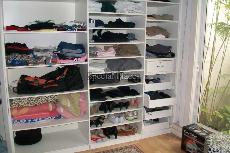 Closet  master