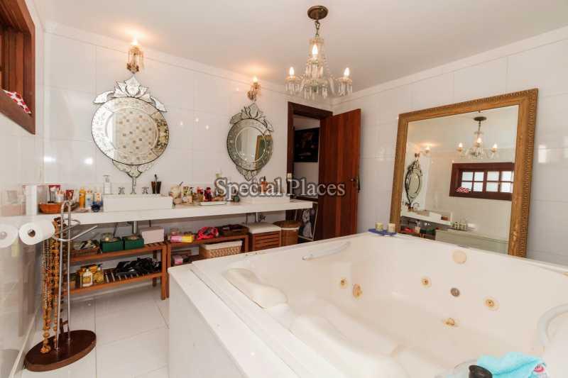 banheiro com hidro