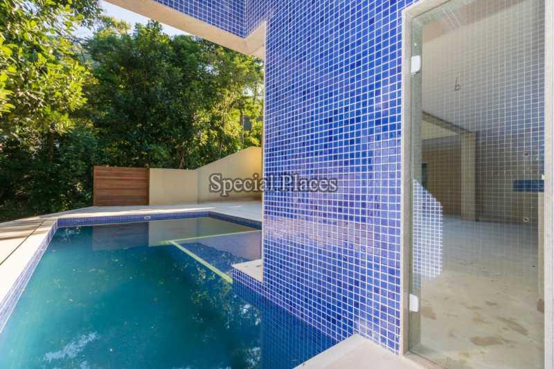 12 sauna com acesso a piscina