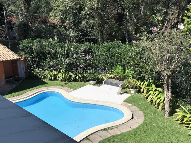 24 piscina
