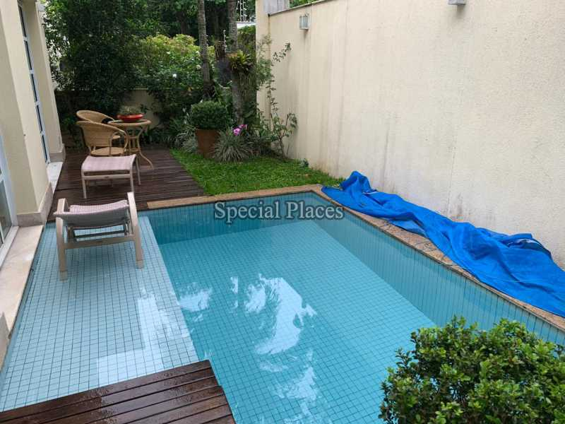 23 piscina