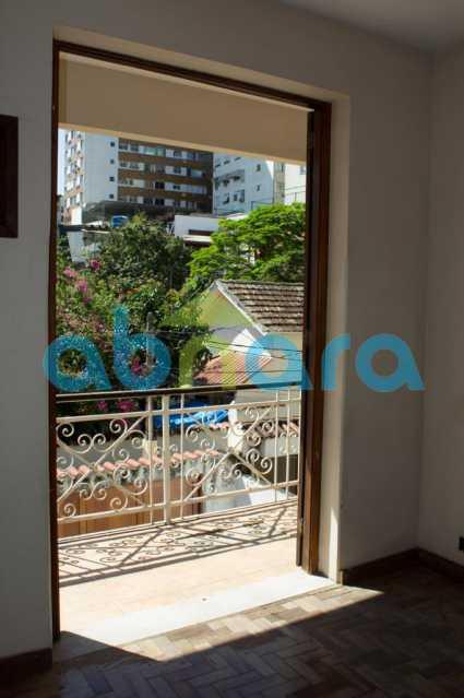 foto 6 - Casa triplex de vila, com 4 quartos sendo 2 suítes, 2 vagas, churrasqueira e piscina, em rua tranquila de Botafogo. - CPCA40025 - 13