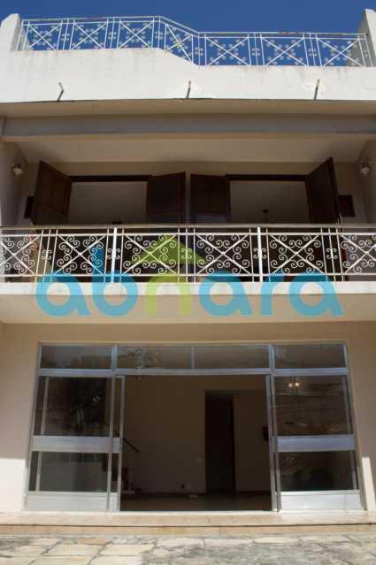 foto 5 - Casa triplex de vila, com 4 quartos sendo 2 suítes, 2 vagas, churrasqueira e piscina, em rua tranquila de Botafogo. - CPCA40025 - 3