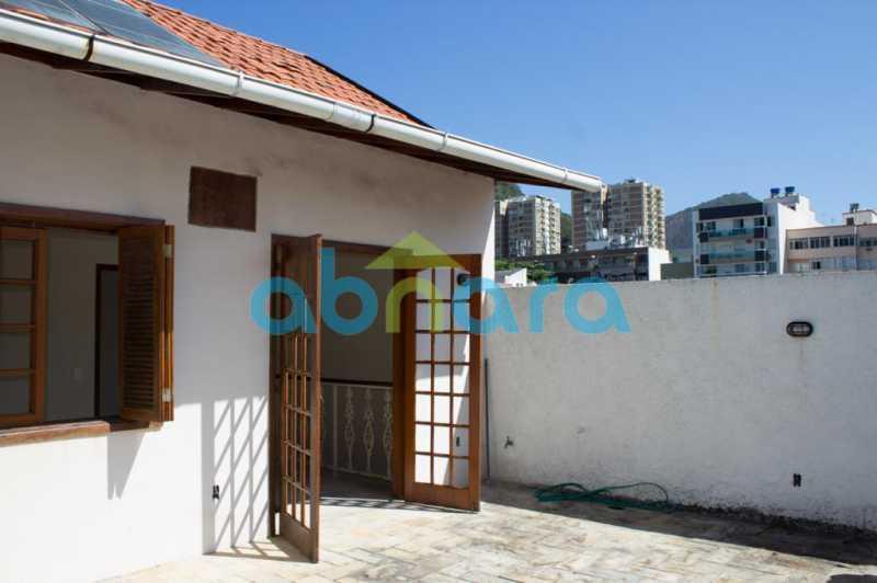 foto 4 - Casa triplex de vila, com 4 quartos sendo 2 suítes, 2 vagas, churrasqueira e piscina, em rua tranquila de Botafogo. - CPCA40025 - 15