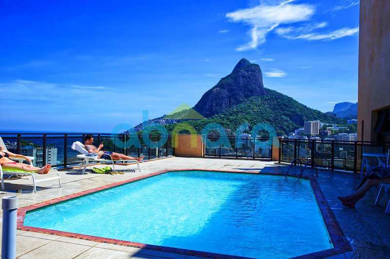 piscina - Apartamento À venda em Leblon, com 2 quartos, 70 m² - CPAP20524 - 13