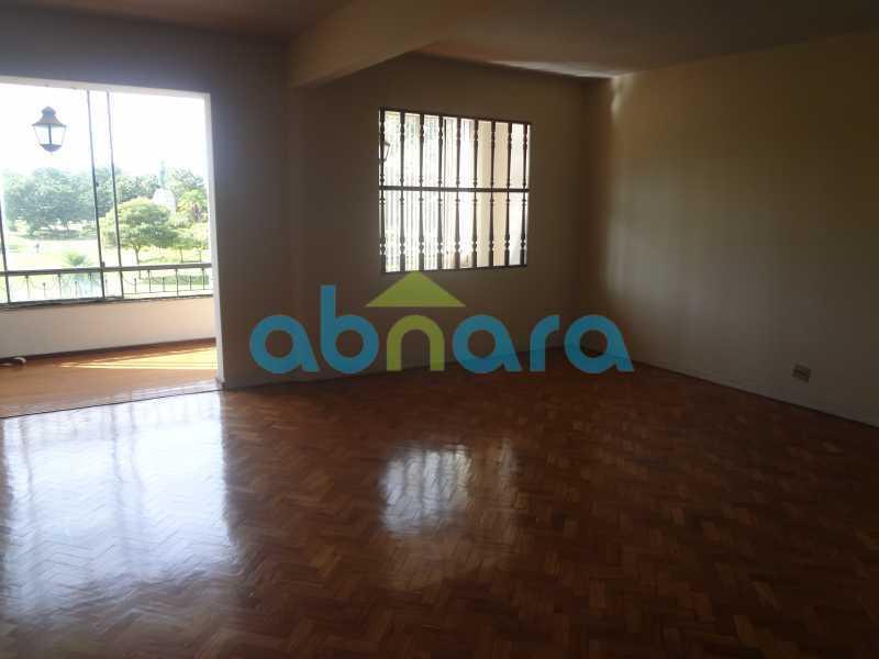 Sala - Praia do Flamengo, 4 quartos, sendo 1 suite, salão com varandão e sala de jantar ampla, lavabo, banheiro social, copa cozinha , área de serviço com 2 dependências. 259 m2 e VAGA NA ESCRITURA. - CPAP40322 - 27