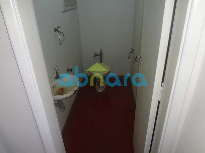 Lavabo - Praia do Flamengo, 4 quartos, sendo 1 suite, salão com varandão e sala de jantar ampla, lavabo, banheiro social, copa cozinha , área de serviço com 2 dependências. 259 m2 e VAGA NA ESCRITURA. - CPAP40322 - 7