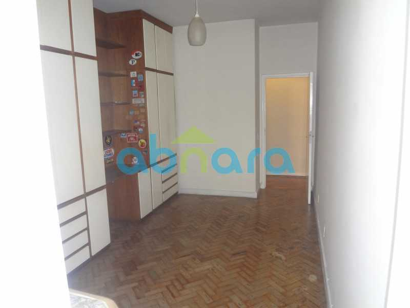 Quarto 2 - Praia do Flamengo, 4 quartos, sendo 1 suite, salão com varandão e sala de jantar ampla, lavabo, banheiro social, copa cozinha , área de serviço com 2 dependências. 259 m2 e VAGA NA ESCRITURA. - CPAP40322 - 11