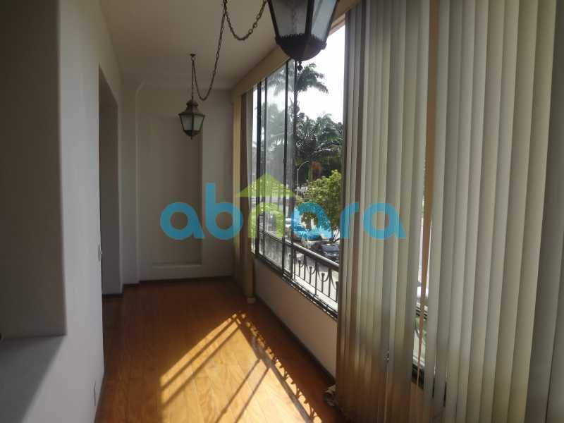 Varanda - Praia do Flamengo, 4 quartos, sendo 1 suite, salão com varandão e sala de jantar ampla, lavabo, banheiro social, copa cozinha , área de serviço com 2 dependências. 259 m2 e VAGA NA ESCRITURA. - CPAP40322 - 5