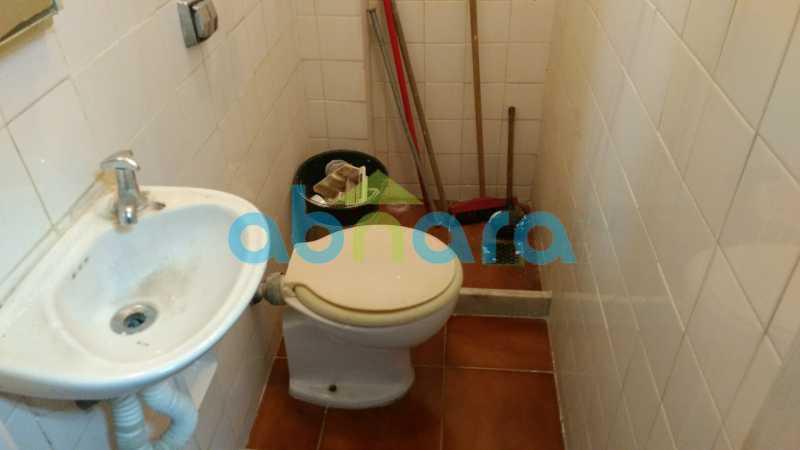 Banheiro Serviço. - Praia do Flamengo, 4 quartos, sendo 1 suite, salão com varandão e sala de jantar ampla, lavabo, banheiro social, copa cozinha , área de serviço com 2 dependências. 259 m2 e VAGA NA ESCRITURA. - CPAP40322 - 24