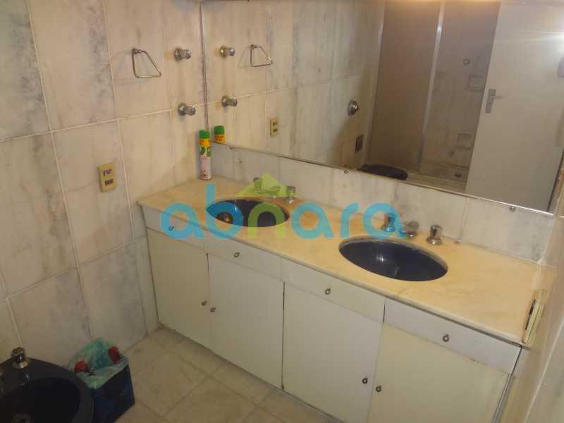 Banheiro Social - Praia do Flamengo, 4 quartos, sendo 1 suite, salão com varandão e sala de jantar ampla, lavabo, banheiro social, copa cozinha , área de serviço com 2 dependências. 259 m2 e VAGA NA ESCRITURA. - CPAP40322 - 12