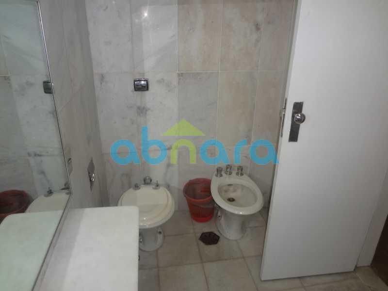Banheiro Suite. - Praia do Flamengo, 4 quartos, sendo 1 suite, salão com varandão e sala de jantar ampla, lavabo, banheiro social, copa cozinha , área de serviço com 2 dependências. 259 m2 e VAGA NA ESCRITURA. - CPAP40322 - 29