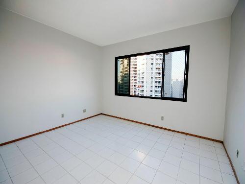 FOTO27 - Tijuca melhor localização Oportunidade 2 e 3 com suíte dependencia e garagem - RA20682 - 22