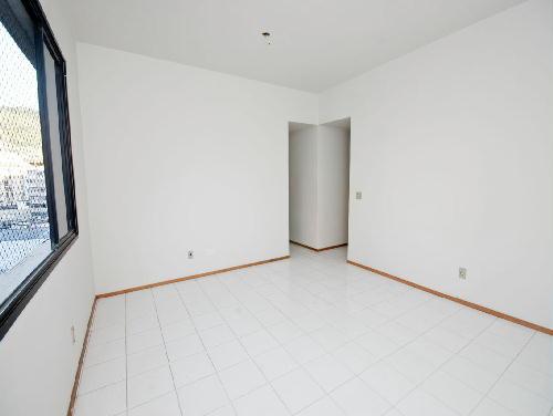 FOTO28 - Tijuca melhor localização Oportunidade 2 e 3 com suíte dependencia e garagem - RA20682 - 23