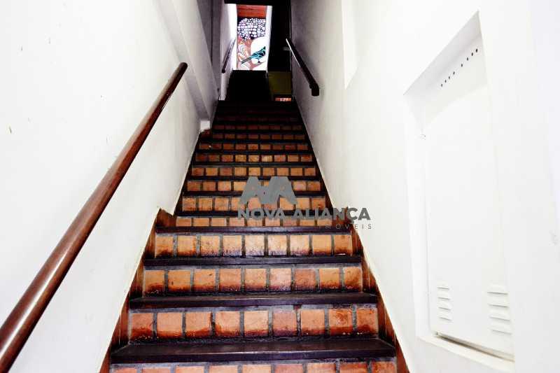 DSC_0022 - Grande oportunidade! Uma casa bem localizada no coração no coração de Laranjeiras. Casa duplex . Térreo: Funcionava um grande estúdio nos fundos tem um banheiro amplo. 1º Pavimento: Uma cozinha aberta, 3 dormitórios, 1 banheiro 1 banheiro social. 2° pavi - NFCA50024 - 4