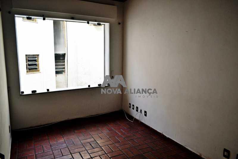 DSC_0024 - Grande oportunidade! Uma casa bem localizada no coração no coração de Laranjeiras. Casa duplex . Térreo: Funcionava um grande estúdio nos fundos tem um banheiro amplo. 1º Pavimento: Uma cozinha aberta, 3 dormitórios, 1 banheiro 1 banheiro social. 2° pavi - NFCA50024 - 11