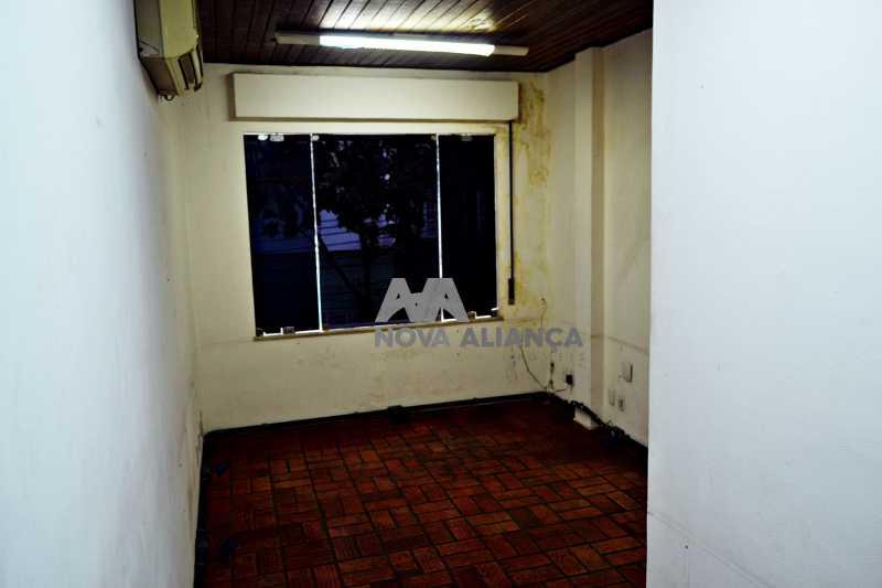 DSC_0025 - Grande oportunidade! Uma casa bem localizada no coração no coração de Laranjeiras. Casa duplex . Térreo: Funcionava um grande estúdio nos fundos tem um banheiro amplo. 1º Pavimento: Uma cozinha aberta, 3 dormitórios, 1 banheiro 1 banheiro social. 2° pavi - NFCA50024 - 21