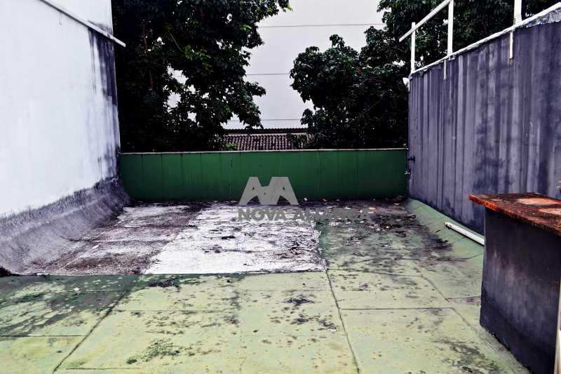 DSC_0029 - Grande oportunidade! Uma casa bem localizada no coração no coração de Laranjeiras. Casa duplex . Térreo: Funcionava um grande estúdio nos fundos tem um banheiro amplo. 1º Pavimento: Uma cozinha aberta, 3 dormitórios, 1 banheiro 1 banheiro social. 2° pavi - NFCA50024 - 14