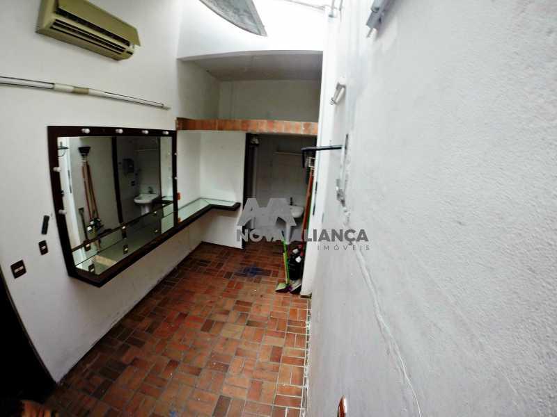 GOPR2271 - Grande oportunidade! Uma casa bem localizada no coração no coração de Laranjeiras. Casa duplex . Térreo: Funcionava um grande estúdio nos fundos tem um banheiro amplo. 1º Pavimento: Uma cozinha aberta, 3 dormitórios, 1 banheiro 1 banheiro social. 2° pavi - NFCA50024 - 9