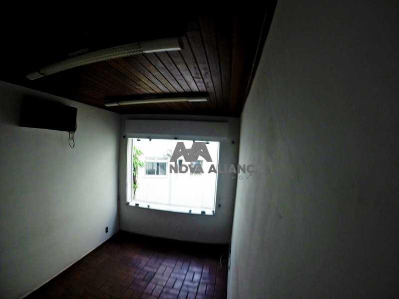 GOPR2274 - Grande oportunidade! Uma casa bem localizada no coração no coração de Laranjeiras. Casa duplex . Térreo: Funcionava um grande estúdio nos fundos tem um banheiro amplo. 1º Pavimento: Uma cozinha aberta, 3 dormitórios, 1 banheiro 1 banheiro social. 2° pavi - NFCA50024 - 16