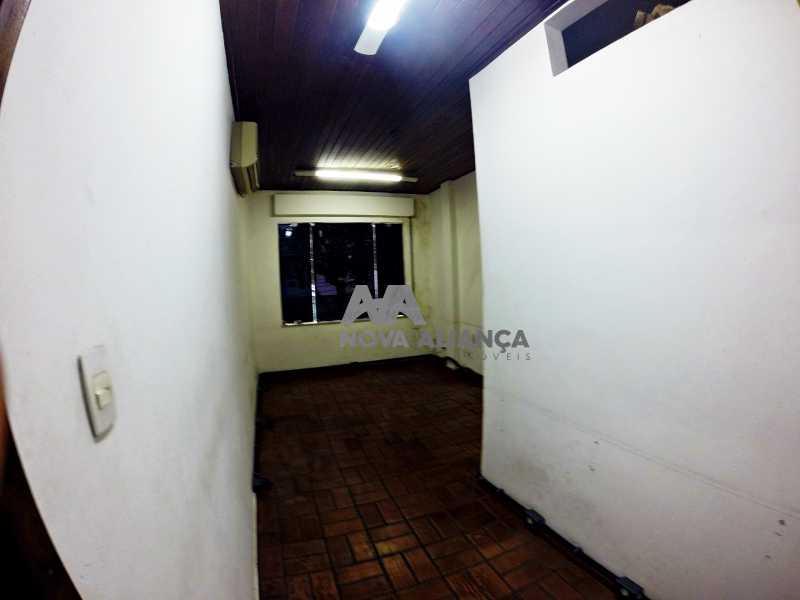 GOPR2275 - Grande oportunidade! Uma casa bem localizada no coração no coração de Laranjeiras. Casa duplex . Térreo: Funcionava um grande estúdio nos fundos tem um banheiro amplo. 1º Pavimento: Uma cozinha aberta, 3 dormitórios, 1 banheiro 1 banheiro social. 2° pavi - NFCA50024 - 18